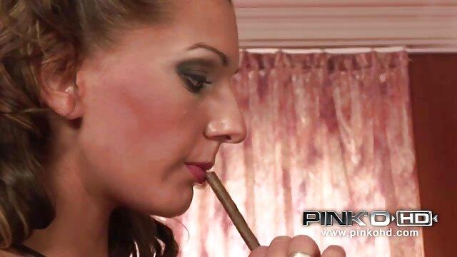 Belleza rubia tetona xxx tetonas lesbianas BBW juega con su coño mojado