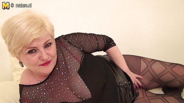 Un poco de sexo anal lesbianas hacen tijeras 240